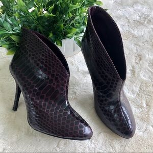 Vince Camuto Caden snakeskin purple ankle boots 7